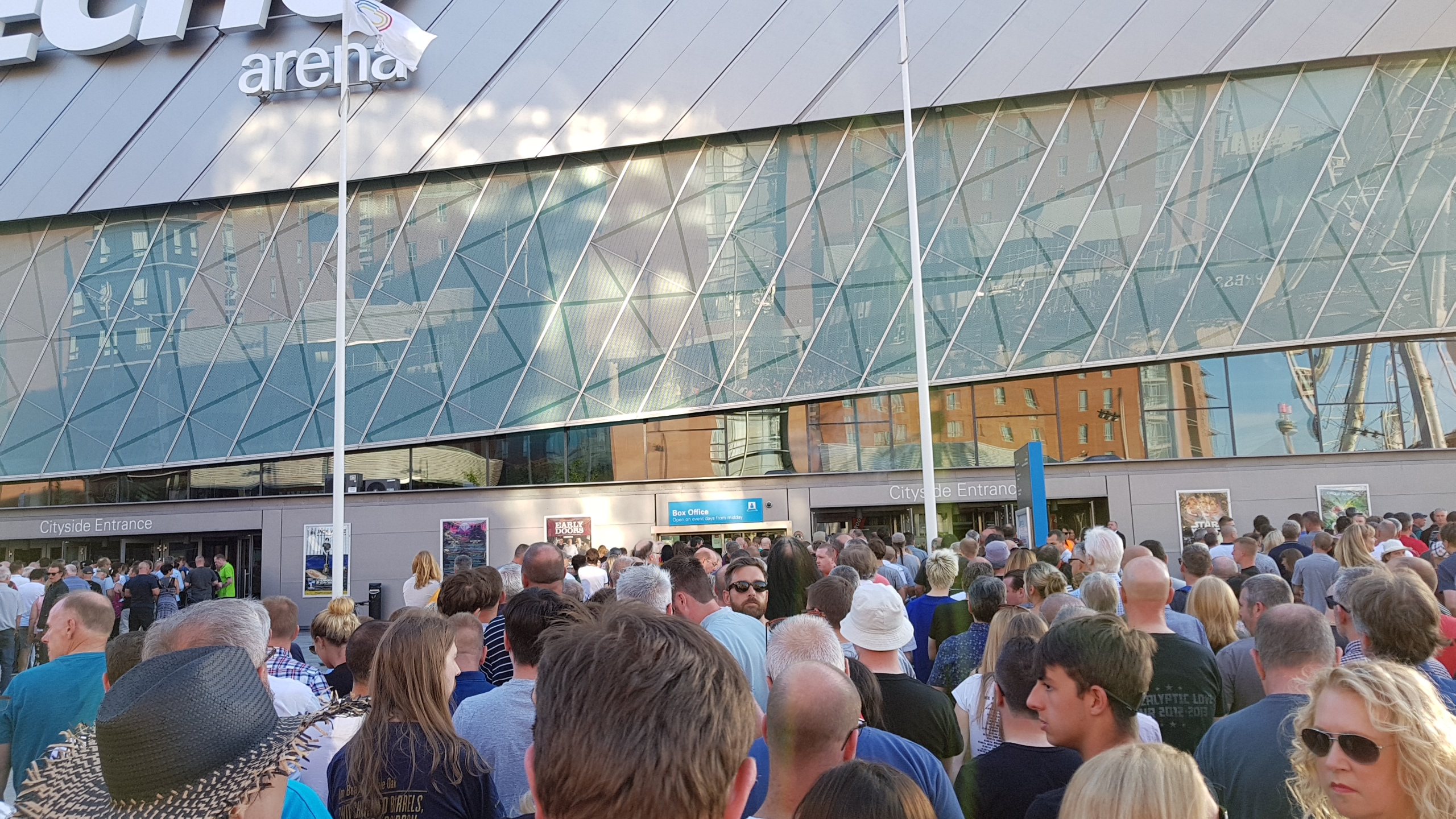 Liverpool Echo Arena Queues to Get In