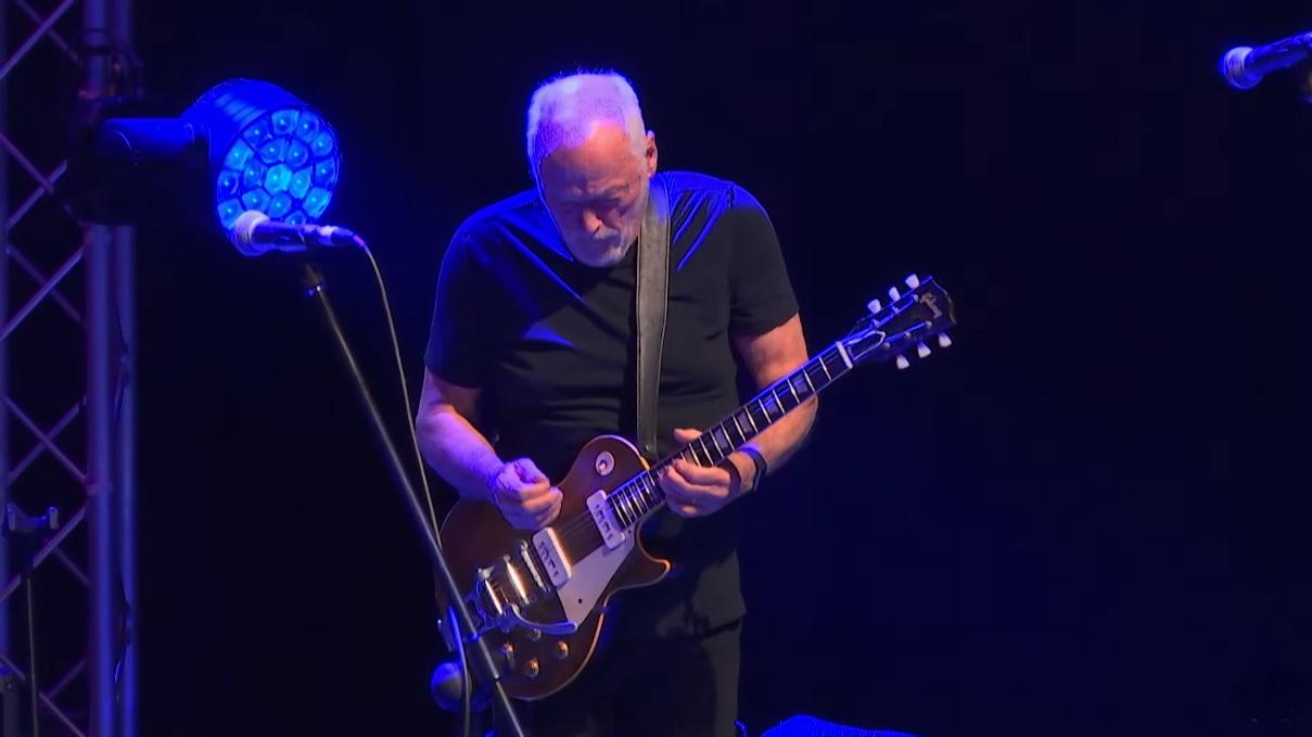 David Gilmour Playing Guitar
